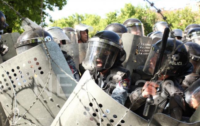 Полиция применила спецсредства против протестующих в Ереване