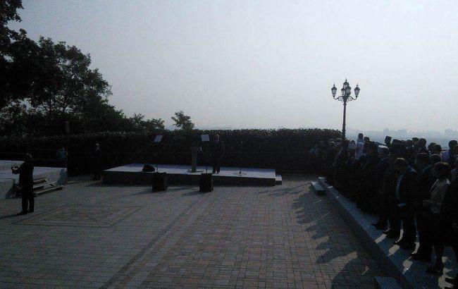 Фото: в Киеве начался молебен УПЦ КП