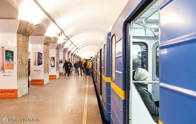 """""""Грустно становится"""": волонтер гневно высказался о минировании метро в Киеве"""