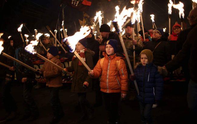 Фото: факельное шествие в Киеве (РБК-Украина)
