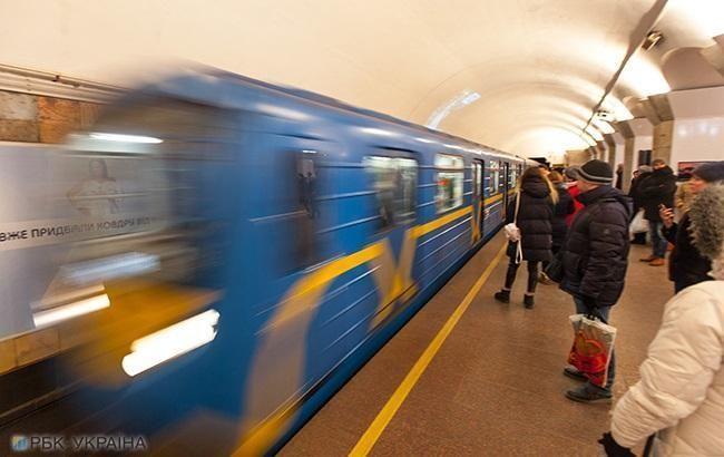 В Киеве останавливалось метро из-за падения человека на рельсы