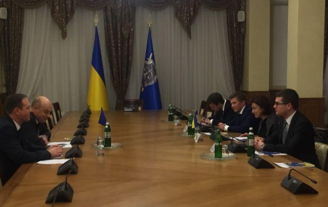 Фото: зустріч представників ГПУ з головою консультативної місії ЄС