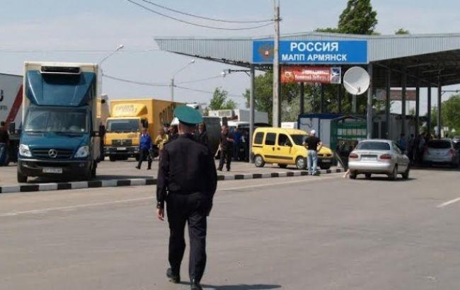 Спека і задуха: черги на контрольно-пропускних пунктах в Крим і назад