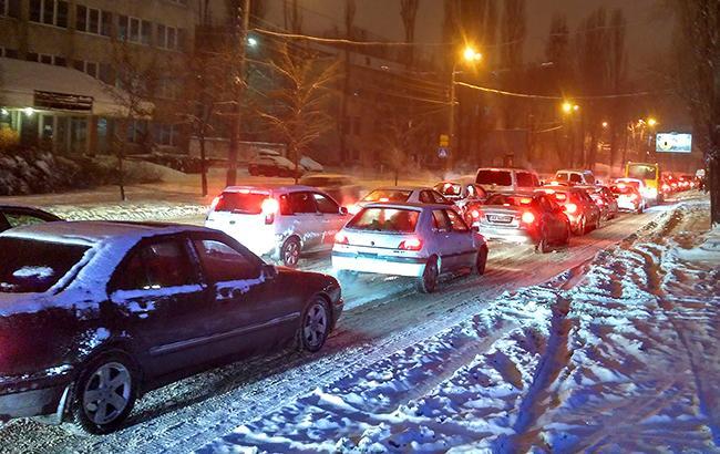 Киев заблокировали 7-балльные пробки (КАРТА)