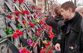 В субботу в центре Киевпа прошло шествие родственников погибших активистов Майдана в ходе расстрелов 18-20 февраля 2014 года