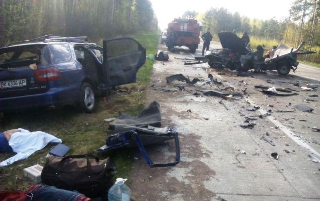 Фото: наслідки ДТП в Житомирській області