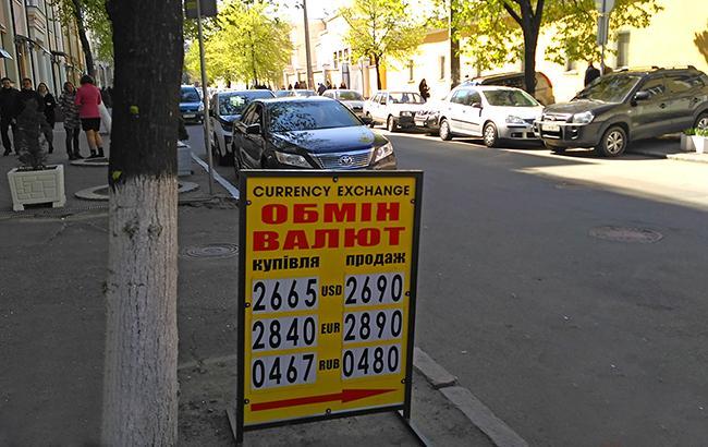 Фото: наличный курс доллара снизился