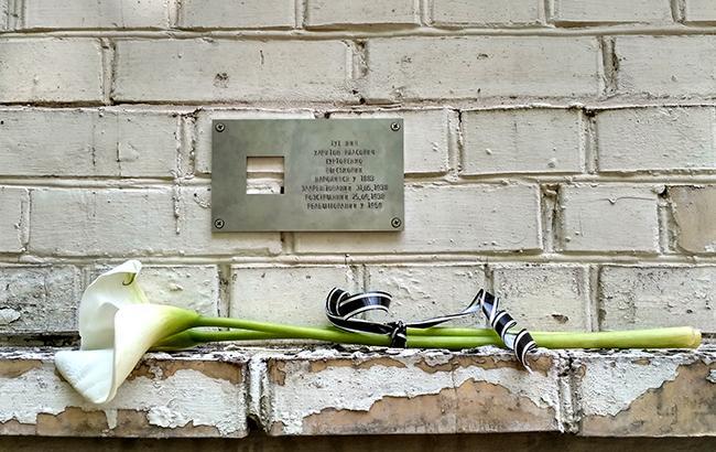 в Украине начали увековечивать репрессированных в СССР