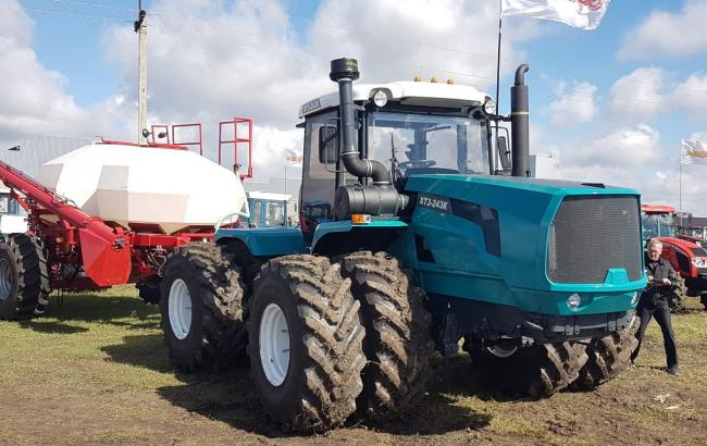 Фото: новый трактор ХТЗ (пресс-служба завода)