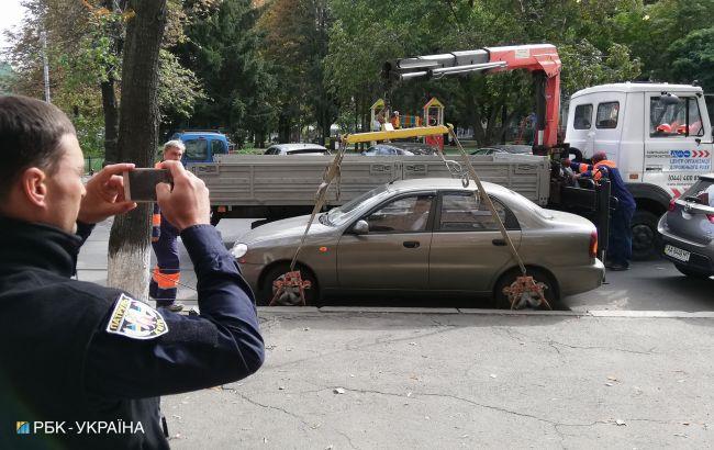 В Киеве мужчина с ножом напал на водителя эвакуатора