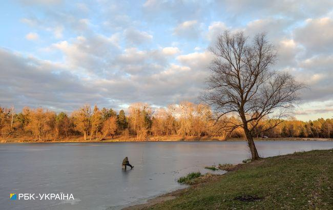 В Черкасской области под лед провалились три рыбака, среди них ребенок