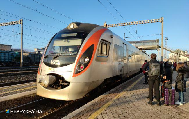 УЗ змінила рух деяких поїздів тапризначила додатковийдо Львова