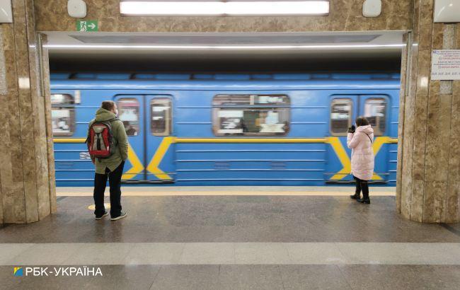 Дві станції метро Києва досі закриті через мінування