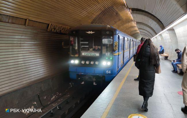 У Києві обмежують роботу метро і транспорту: вводять спецперепустки