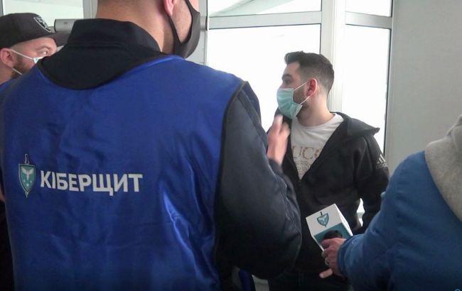 В Києві зупинили діяльність компаній, які займались фінансовимкібершахрайством