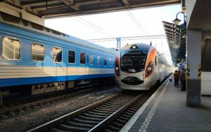 """Поезд """"Черновцы-Киев"""" меняет маршрут из-за обвала грунта"""