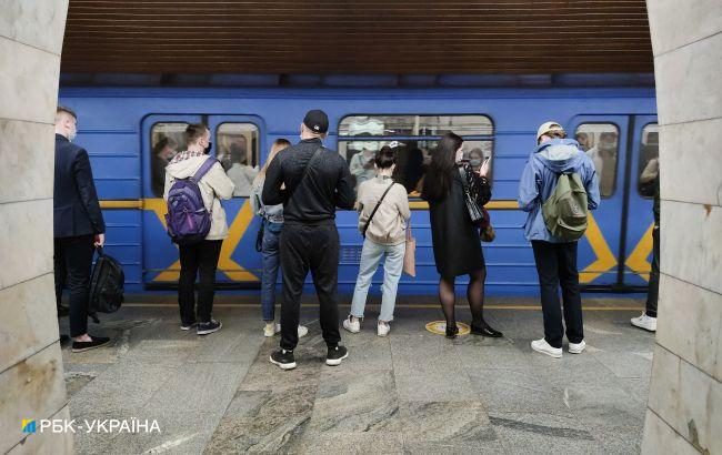 У Києві затопило станцію метро, вулиці міста заливає водою