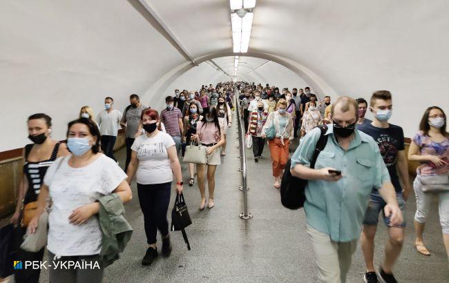 В метро Киева с начала года составили 2,5 тысячи протоколов на пассажиров без масок