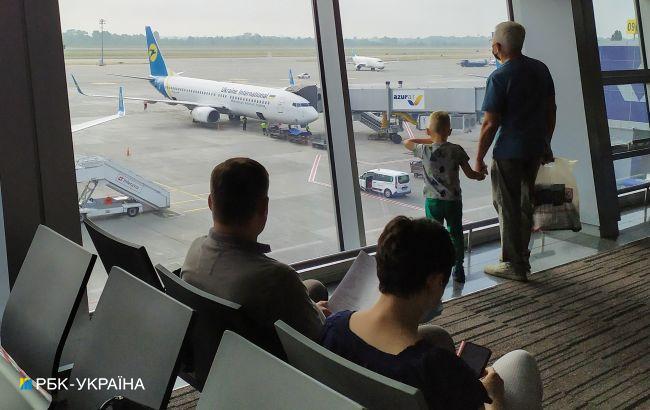 """Полиция усиленно дежурит в аэропорту """"Борисполь"""". Туда начали прибывать хасиды"""