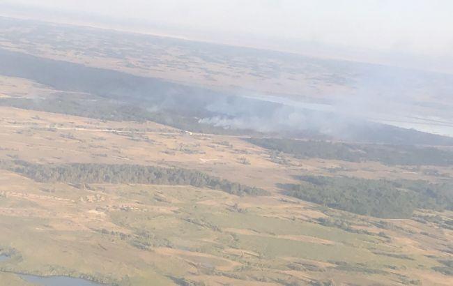 В Херсонской области второй день тушат пожар на территории лесничества