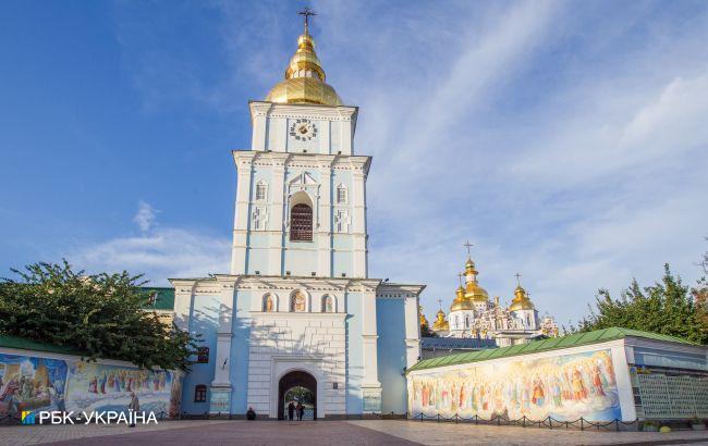 Благодатный огонь доставили в Михайловский собор Киева