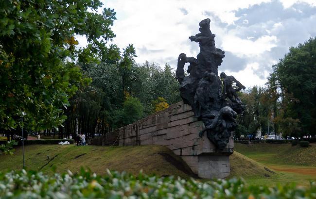 Фото: Пам'ятник жертвам у Бабиному Яру (reibert.livejournal.com)