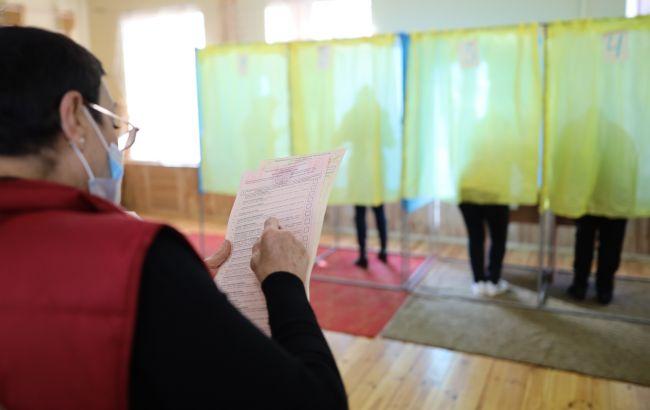 У Донецькій області виборці зібралися на мітинг через плутанину з бюлетенями
