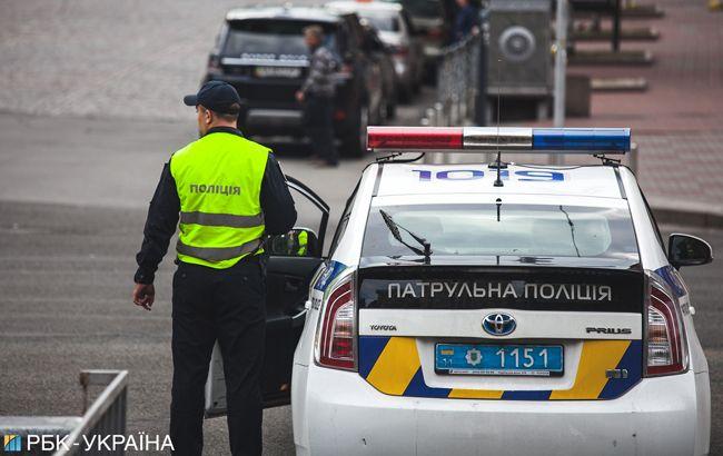 В Киеве водитель Mersedes сбил девушку на переходе и сбежал с места ДТП