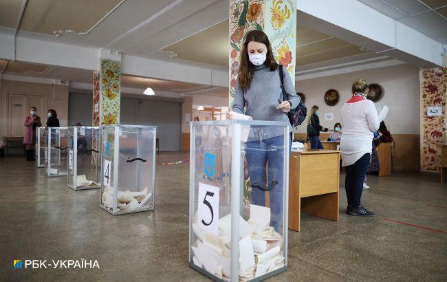 В Івано-Франківській області жінка намагалася проголосувати за всю родину
