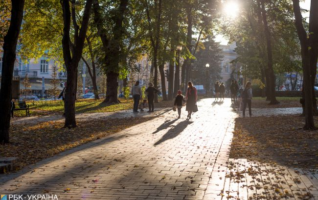Найпізніше в історії: метеорологічна осінь прийшла до Києва лише на Покрову