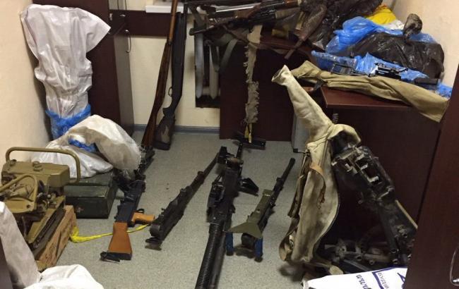 Фото: изъятый арсенал оружия