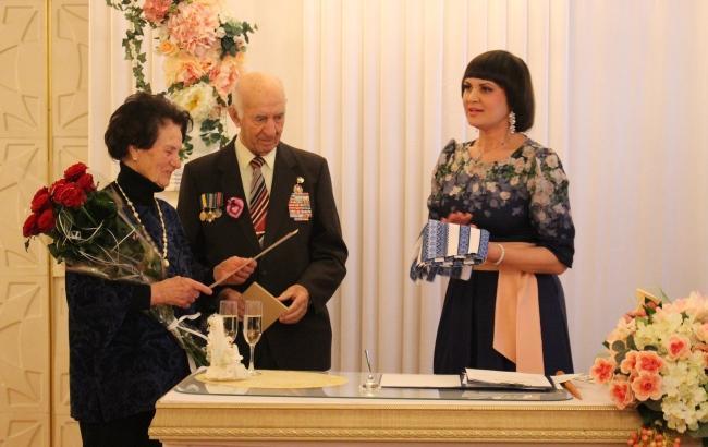 Фото: Платиновая свадьба (justicekyiv.gov.ua)