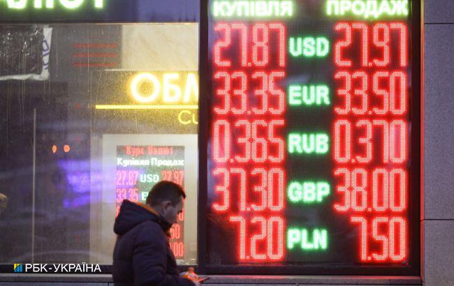 Ситуация на наличном валютном рынке: население продает доллары