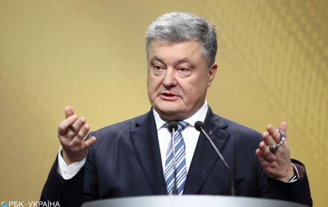 Порошенко: РФ размещает танки на расстоянии 18 км от украинской границы