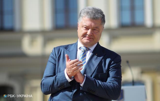 Порошенко: з січня 2019 року зарплата солдата складе не менше 10 тисяч гривень