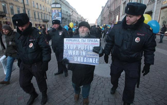 У Санкт-Петербурзі затримали активіста на акції проти війни в Україні