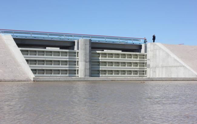 В Херсонской области ввели в эксплуатацию новую дамбу возле админграницы с Крымом