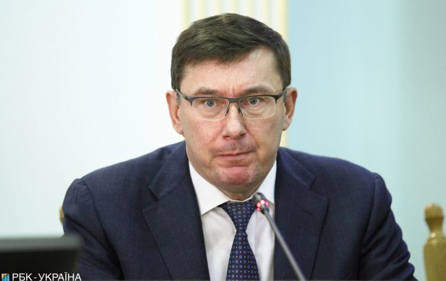 Скандальный суд открыл дело по запрету Луценко покидать Украину