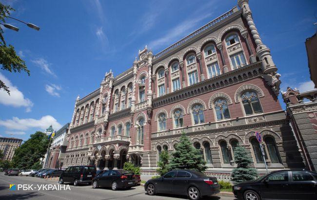 НБУ сократил покупку валюты на межбанке в четыре раза