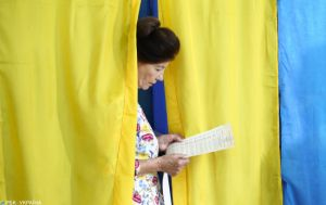 В Украине стартовали первые местные выборы в шести ОТО