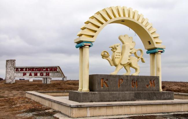 Влада Криму призупинила роботу великих підприємств, дітей відправили на канікули