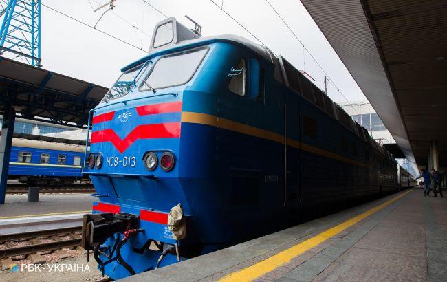 В Полтавській області вантажівка зіткнулася з поїздом, затримуються ряд рейсів