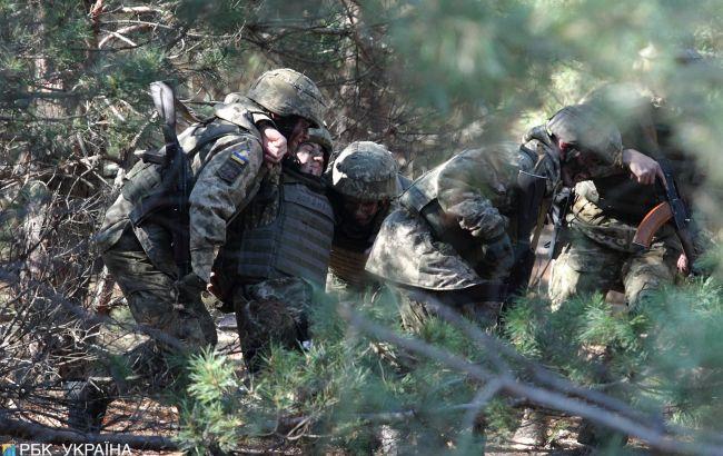 Военные на Донбассе попали под обстрел из минометов и артиллерии, есть раненые