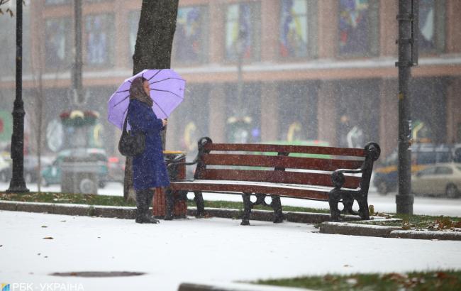 Синоптики попереджають про сильний вітер та снігопади в України
