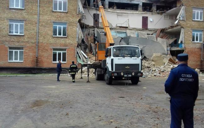 Фото: обвал школы в Василькове