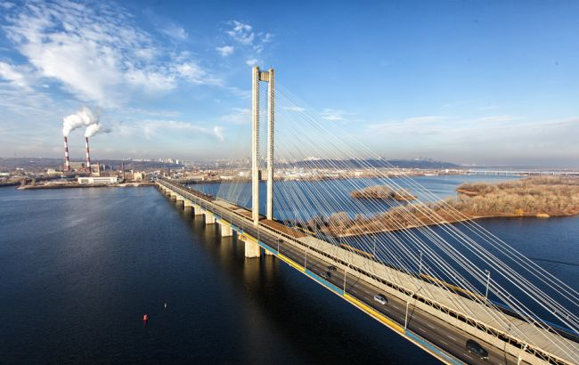Фото: у Києві частково обмежать рух на Південному мосту з 9 серпня по 1 вересня