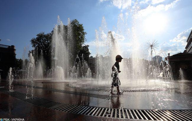 Разогреет до предела: синоптик предупредила о сложной погоде на выходных