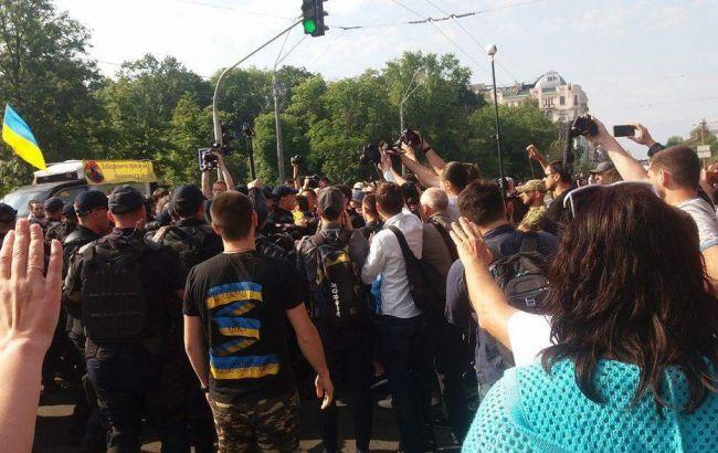 """У Києві сталася сутичка між противниками """"Маршу рівності"""" і членами ЛГБТ-спільноти"""
