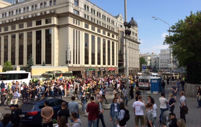 На чолі колони Маршу рівності сталася сутичка між противником акції і поліцейським