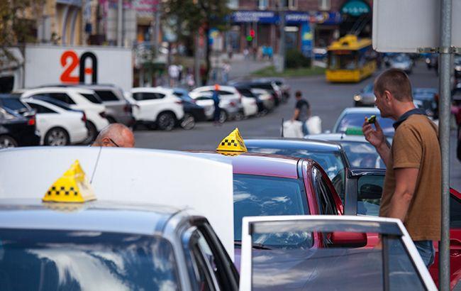 Таксі дозволили користуватися смугами руху громадського транспорту